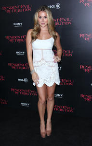 http://img209.imagevenue.com/loc111/th_585667324_AlexaVega_ResidentEvilRetributionPremiere_Hollywood_12_122_111lo.JPG
