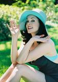 http://img209.imagevenue.com/loc33/th_27519_Rose_McGowan_Cute_Shoot_10_122_33lo.jpg