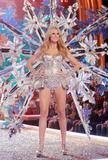 th_00984_Victoria_Secret_Celebrity_City_2007_FS522_123_55lo.JPG