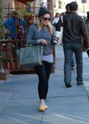 http://img209.imagevenue.com/loc574/th_487243760_Hilary_Duff_Out_in_Beverly_Hills4_122_574lo.jpg