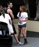 Shenae Grimes - Candids in Very Short Shorts, Many Arse Shots in L.A., 02/01/09 Foto 33 (����� ������ - Candids � �������� ������, ������ ���� �������� � �.�., 02/01/09 ���� 33)